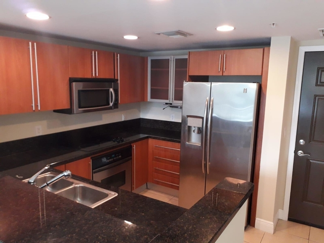 2 Bedrooms, Downtown West Palm Beach Rental in Miami, FL for $1,900 - Photo 2