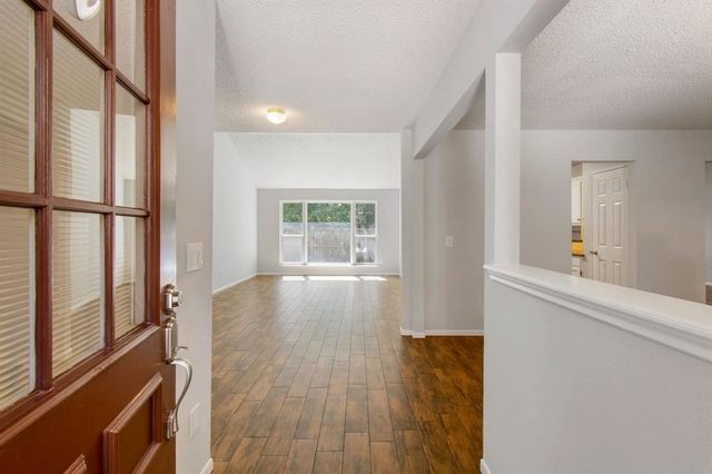 4 Bedrooms, Cochran's Crossing Rental in Houston for $2,200 - Photo 2