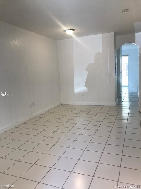 3 Bedrooms, Shoma at Country Club of Miami Rental in Miami, FL for $1,800 - Photo 2