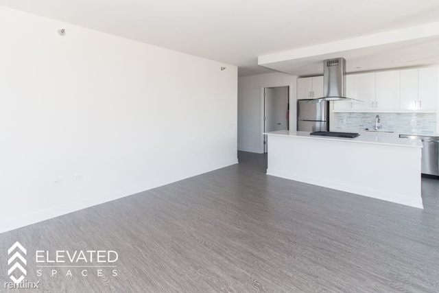 3 Bedrooms, Dearborn Park Rental in Chicago, IL for $5,590 - Photo 2