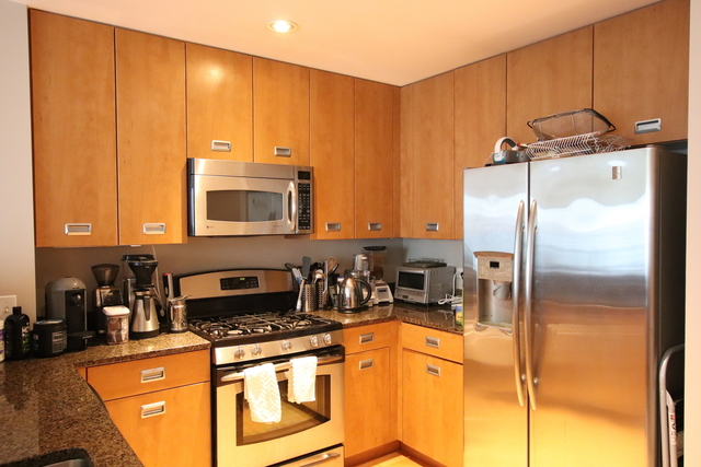 2 Bedrooms, Magnificent Mile Rental in Chicago, IL for $3,150 - Photo 2