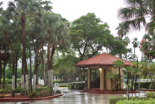 2 Bedrooms, Winston Towers Rental in Miami, FL for $2,700 - Photo 2
