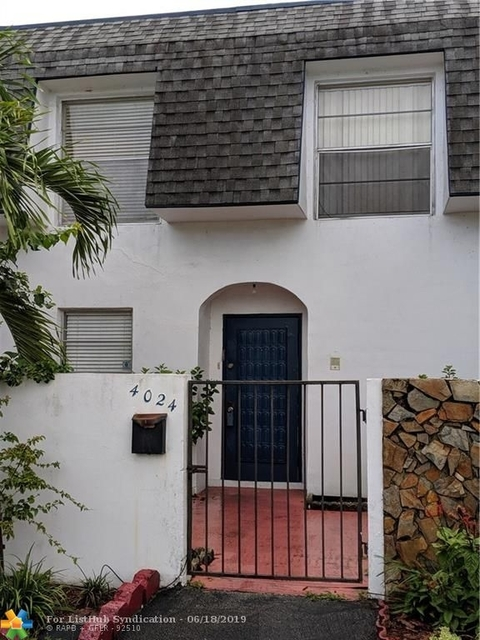 3 Bedrooms, Nova Townhouse Condominiums Rental in Miami, FL for $1,700 - Photo 1