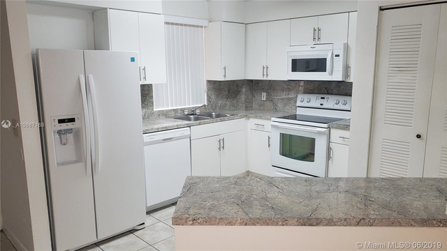 3 Bedrooms, Country Lake Rental in Miami, FL for $1,600 - Photo 1