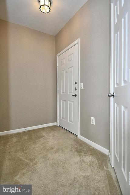 2 Bedrooms, Oakton Rental in Washington, DC for $2,100 - Photo 2
