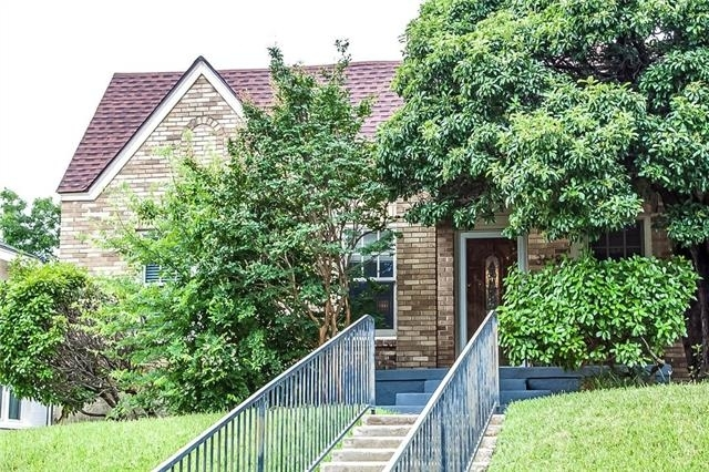 2 Bedrooms, Arlington Heights Rental in Dallas for $1,950 - Photo 2