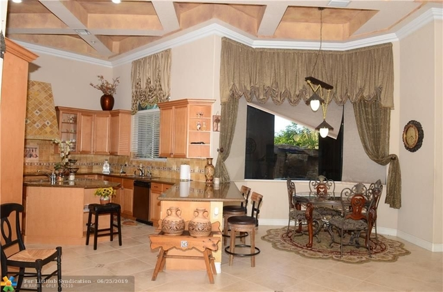 2 Bedrooms, Pleasant Acres Rental in Miami, FL for $3,000 - Photo 2