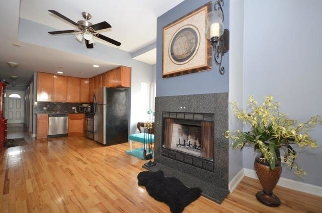 3 Bedrooms, Roscoe Village Rental in Chicago, IL for $2,400 - Photo 2