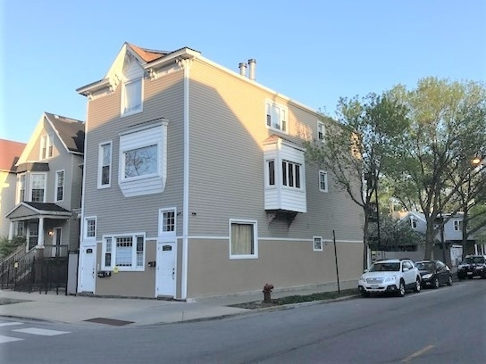 3 Bedrooms, Roscoe Village Rental in Chicago, IL for $2,400 - Photo 1