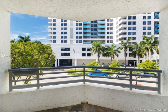2 Bedrooms, West Avenue Rental in Miami, FL for $2,350 - Photo 2