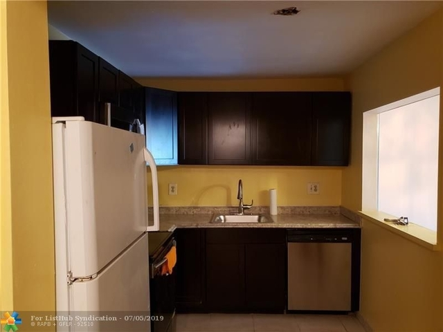 2 Bedrooms, Royal Land Rental in Miami, FL for $1,300 - Photo 2