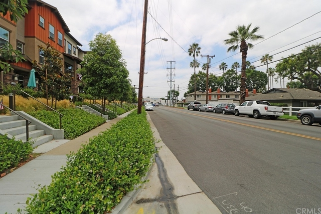 3 Bedrooms, College Park Rental in Los Angeles, CA for $2,870 - Photo 2