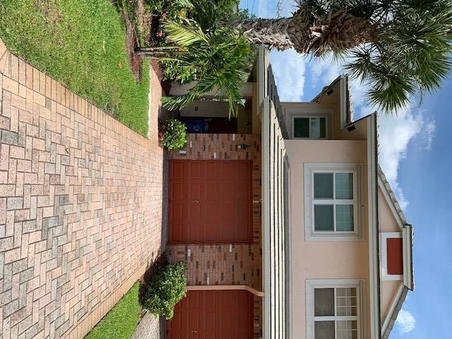 3 Bedrooms, Carriage Homes at Bentley Park Rental in Miami, FL for $1,900 - Photo 1