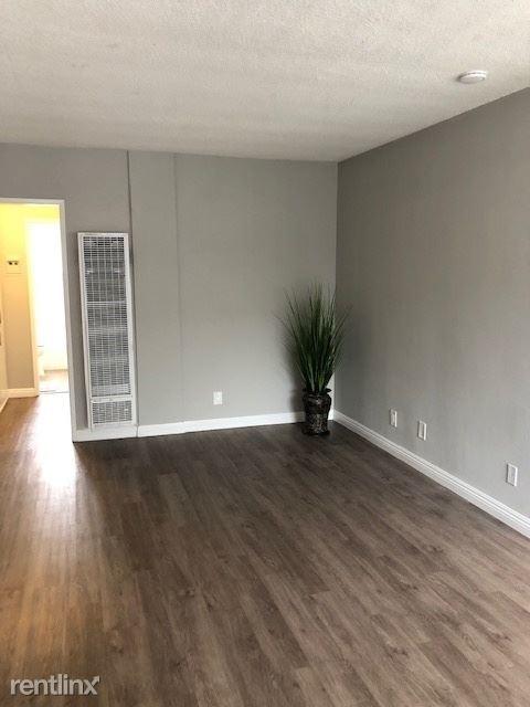 2 Bedrooms, Westside Costa Mesa Rental in Los Angeles, CA for $2,050 - Photo 2