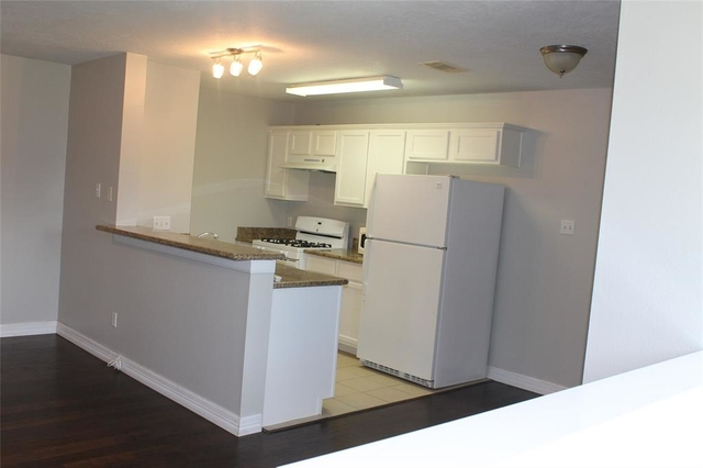3 Bedrooms, Antioch Courts Rental in Houston for $1,800 - Photo 2