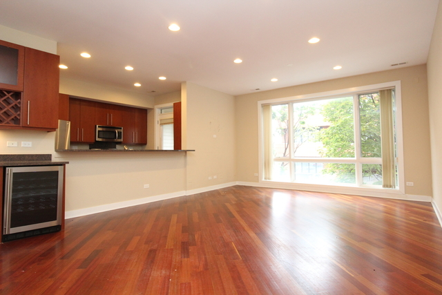 3 Bedrooms, Roscoe Village Rental in Chicago, IL for $3,000 - Photo 2
