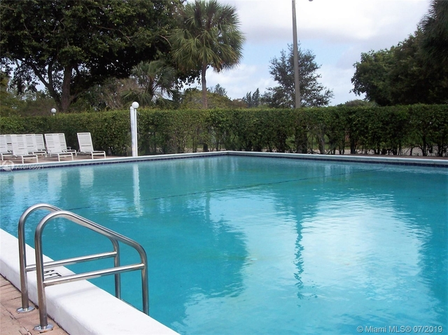 2 Bedrooms, Rolling Hills Golf & Tennis Club Rental in Miami, FL for $1,495 - Photo 2
