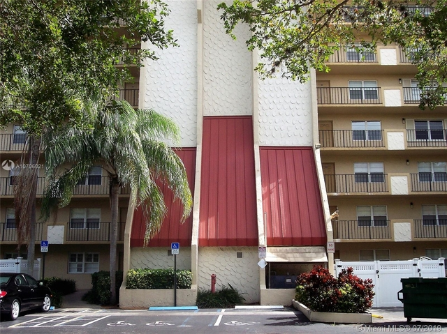 2 Bedrooms, Rolling Hills Golf & Tennis Club Rental in Miami, FL for $1,495 - Photo 1