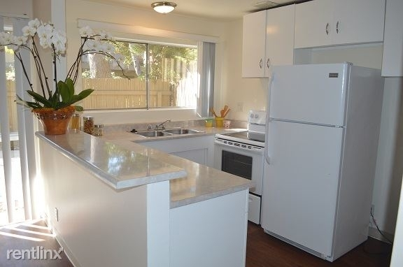 2 Bedrooms, Playhouse District Rental in Los Angeles, CA for $2,200 - Photo 1