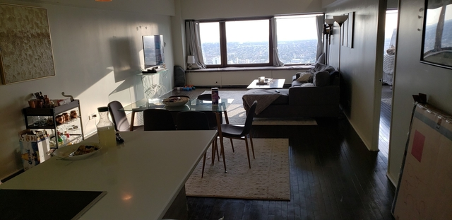 2 Bedrooms, Gold Coast Rental in Chicago, IL for $3,099 - Photo 2