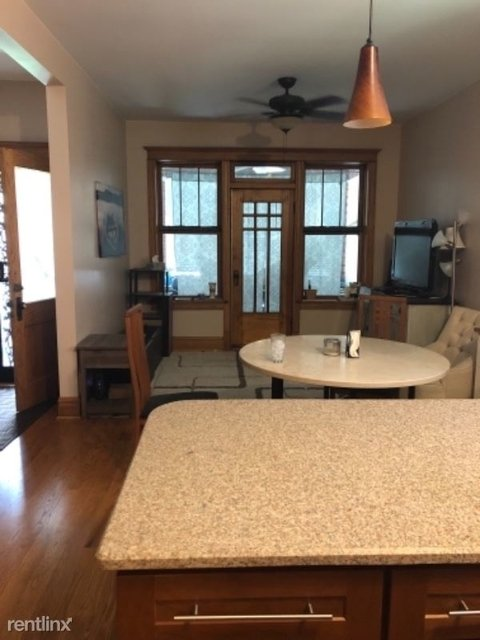 3 Bedrooms, Ukrainian Village Rental in Chicago, IL for $2,700 - Photo 2