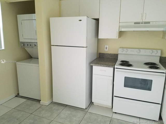 3 Bedrooms, Country Club Rental in Miami, FL for $1,550 - Photo 2