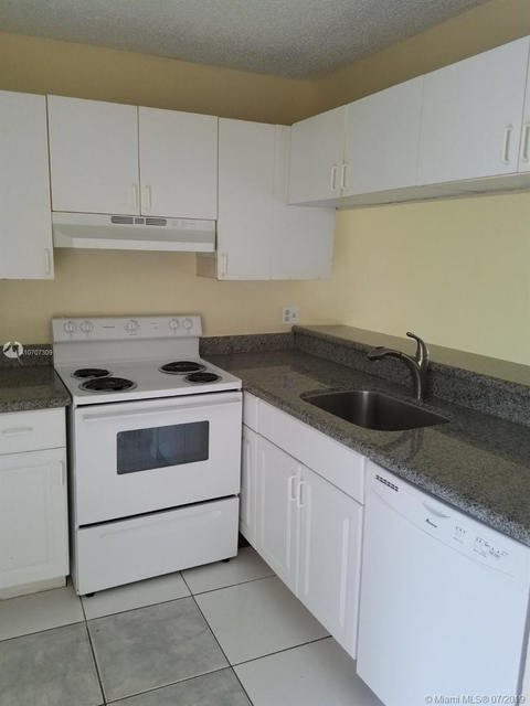 3 Bedrooms, Country Club Rental in Miami, FL for $1,550 - Photo 1