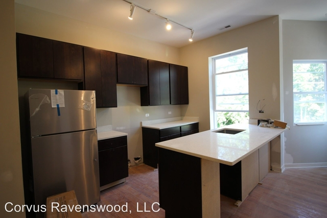 2 Bedrooms, Roscoe Village Rental in Chicago, IL for $2,000 - Photo 1
