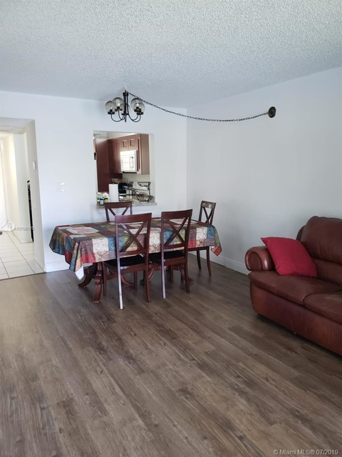 2 Bedrooms, Forest Hills Rental in Miami, FL for $1,325 - Photo 2