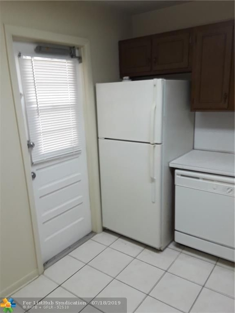1 Bedroom, Arrowhead Condominiums Rental in Miami, FL for $1,250 - Photo 2
