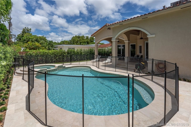 3 Bedrooms, Brickell Estates Rental in Miami, FL for $5,100 - Photo 2