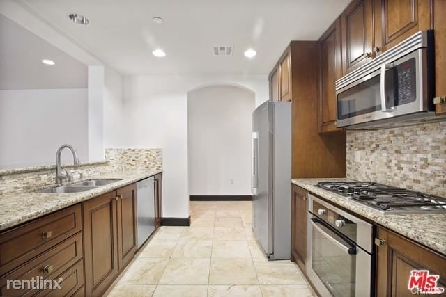 2 Bedrooms, Westwood Rental in Los Angeles, CA for $5,000 - Photo 1