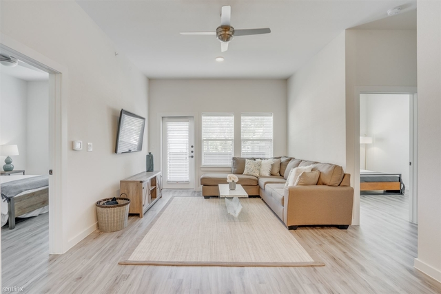 2 Bedrooms, Linwood Rental in Dallas for $2,054 - Photo 2