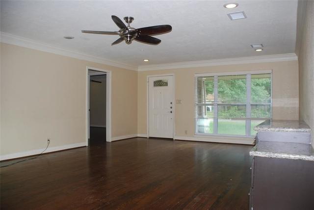3 Bedrooms, Shenandoah Rental in Houston for $1,795 - Photo 2