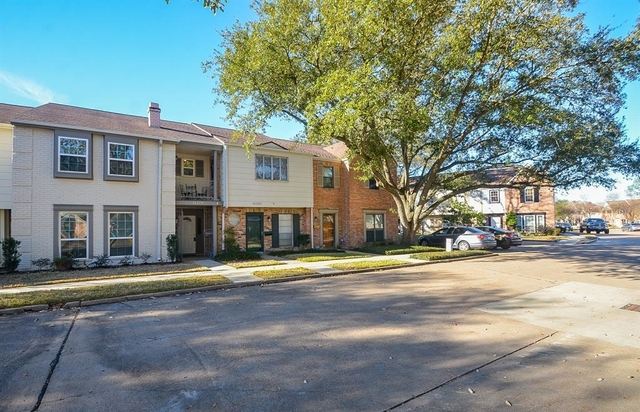 3 Bedrooms, Memorial Club Townhome Rental in Houston for $1,850 - Photo 2