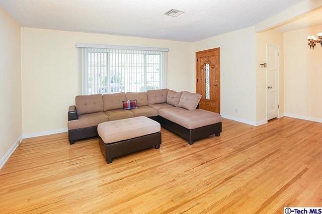 2 Bedrooms, Van Nuys Rental in Los Angeles, CA for $2,700 - Photo 2