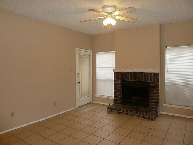 2 Bedrooms, Briar Green Condominiums Rental in Houston for $1,300 - Photo 1