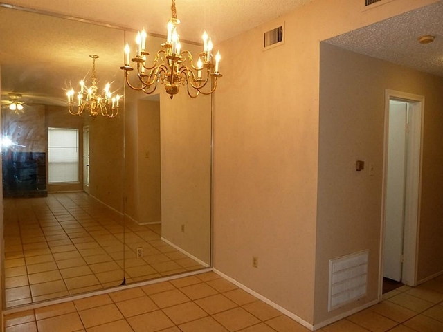 2 Bedrooms, Briar Green Condominiums Rental in Houston for $1,300 - Photo 2