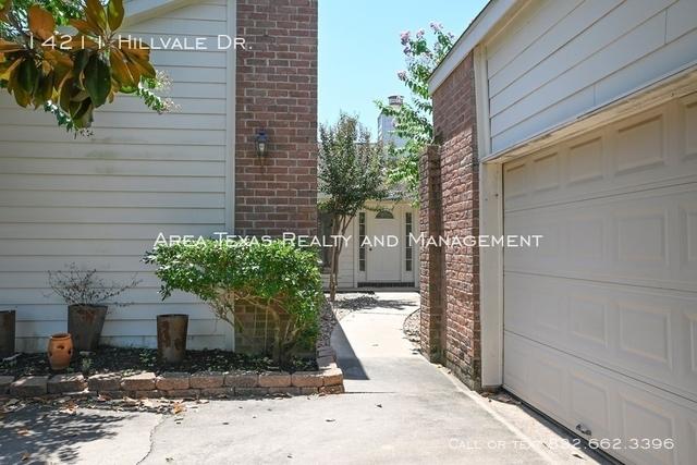 3 Bedrooms, Briarhills Rental in Houston for $1,850 - Photo 2