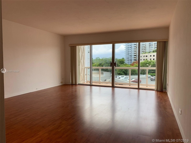 1 Bedroom, Millionaire's Row Rental in Miami, FL for $1,700 - Photo 2