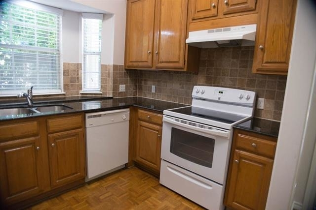 2 Bedrooms, North Oaklawn Rental in Dallas for $2,200 - Photo 2