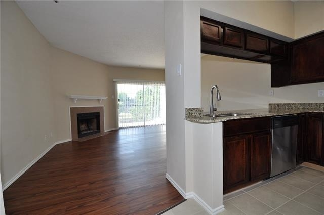 1 Bedroom, Easton Apartments Rental in Dallas for $1,050 - Photo 2