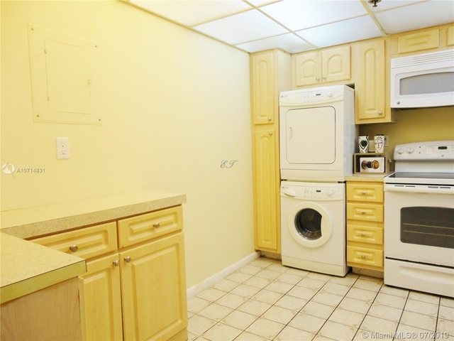 2 Bedrooms, Winston Towers Rental in Miami, FL for $1,870 - Photo 2