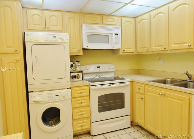 2 Bedrooms, Winston Towers Rental in Miami, FL for $1,870 - Photo 1