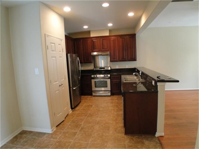3 Bedrooms, Naomi Place Rental in Houston for $1,854 - Photo 2
