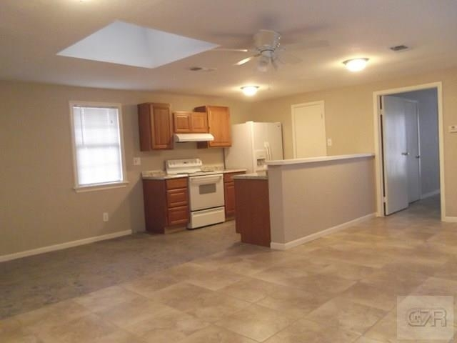 1 Bedroom, Downtown Galveston Rental in Houston for $725 - Photo 2