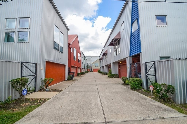 2 Bedrooms, MacGregor Rental in Houston for $1,900 - Photo 2
