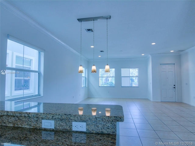 4 Bedrooms, Sawgrass Lakes Rental in Miami, FL for $3,100 - Photo 1