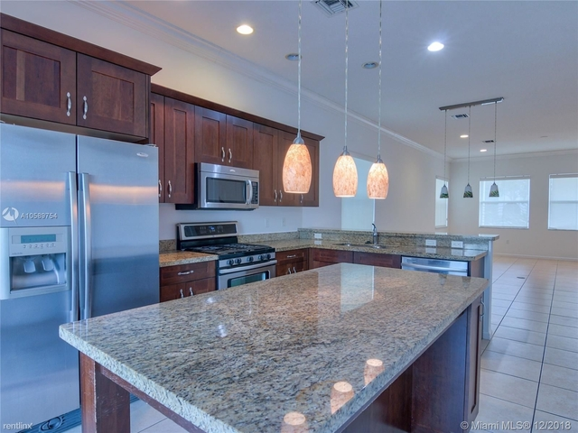 4 Bedrooms, Sawgrass Lakes Rental in Miami, FL for $3,100 - Photo 2