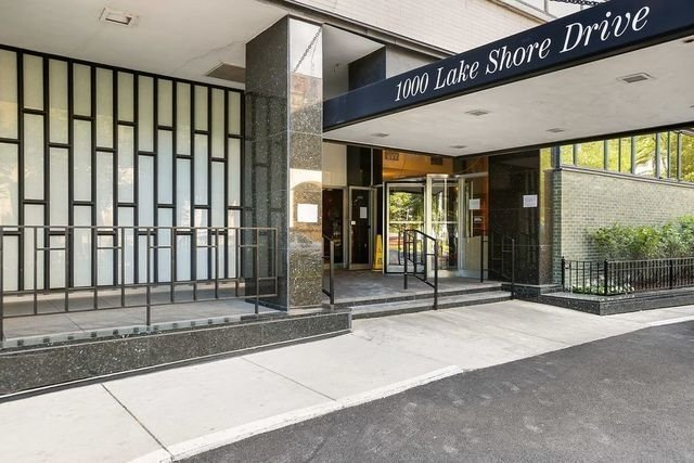 2 Bedrooms, Gold Coast Rental in Chicago, IL for $2,975 - Photo 1